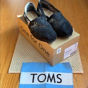 Toms women's classics black morocco crochet  7 1/2